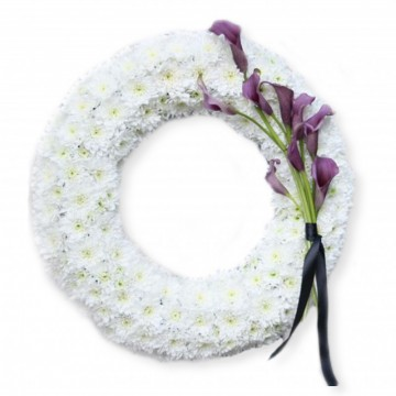 Poza Coroana funerara din crizanteme albe si cale violet