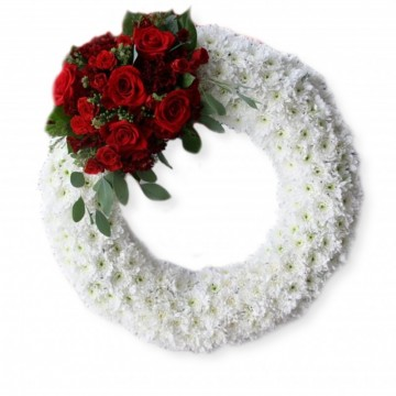 Poza Coroana funerara din crizanteme albe, garoafe si trandafiri rosii