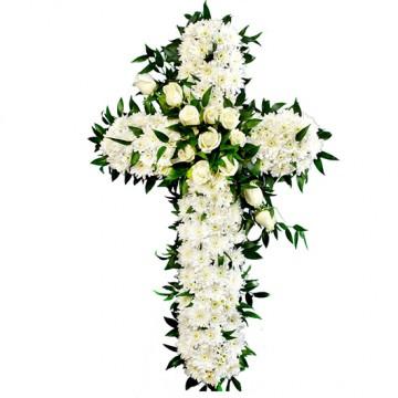 Poza Cruce funerara din crizanteme si trandafiri albi